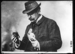 Julius Neubronner - Neubronner with pigeon and camera 1914