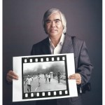 Nick Ut with Napalm Girl print © Tim Mantoani