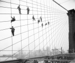 Eugene de Salignac - Painters suspended on cables of the the Brooklyn Bridge, on October 7, 1914. (© Eugene de Salignac/ NYC Municipal Archives)