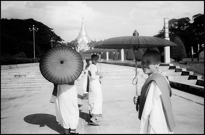 Guillaume Périmony - Monk girls - Yangon (Burma) ©  Guillaume Périmony