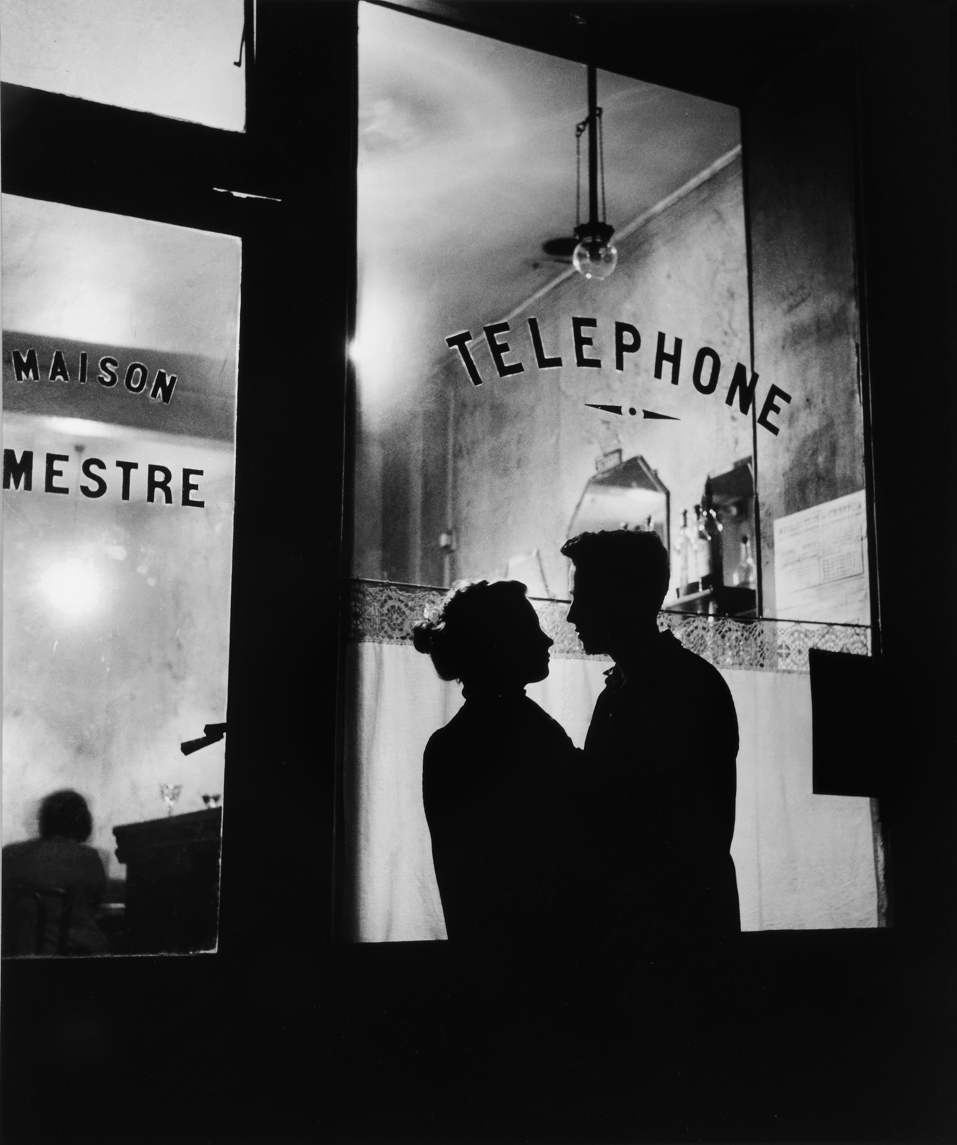 Willy Ronis - Menilmontaut (Devant Chez Mestre), Paris, France 1957 © Willy Ronis/ Beetles + Huxley