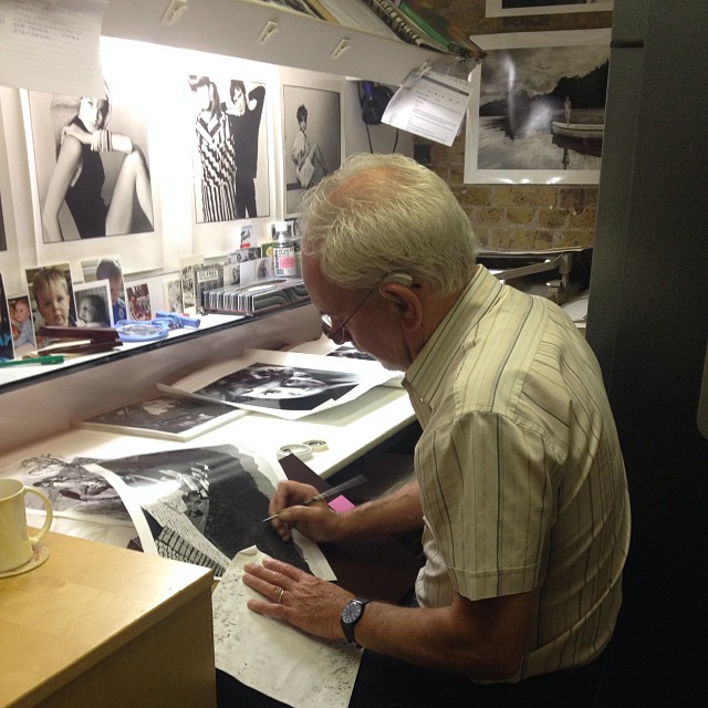 Bob Wiskin, Grade One Darkroom, retouching some black and white prints #Filmsnotdead