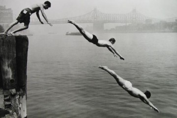 ARTHUR LEIPZIG Divers, East River, 1948