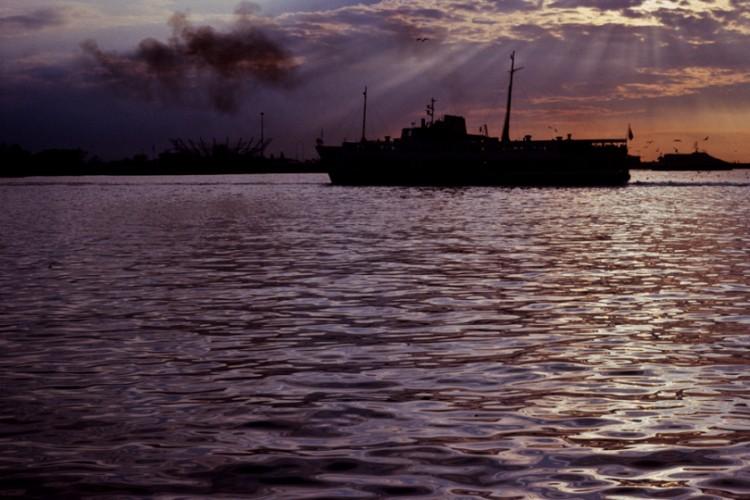 ferry_silhouette_web