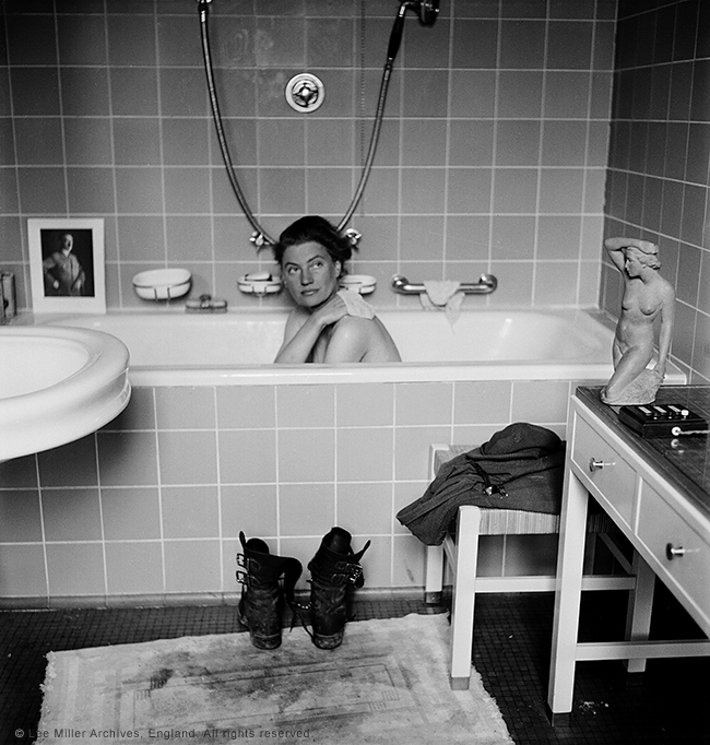 web Lee Miller in Hitler's bath, Hitler's apartment, Munich
